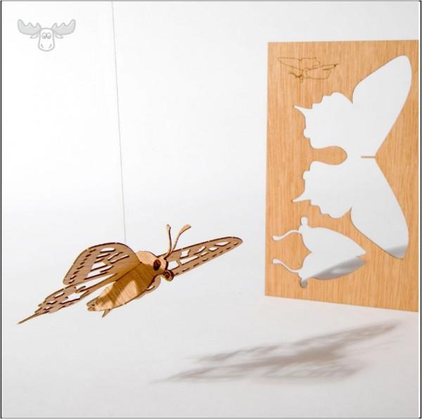 Holz-Postkarte mit Schmetterling zum Heraustrennen